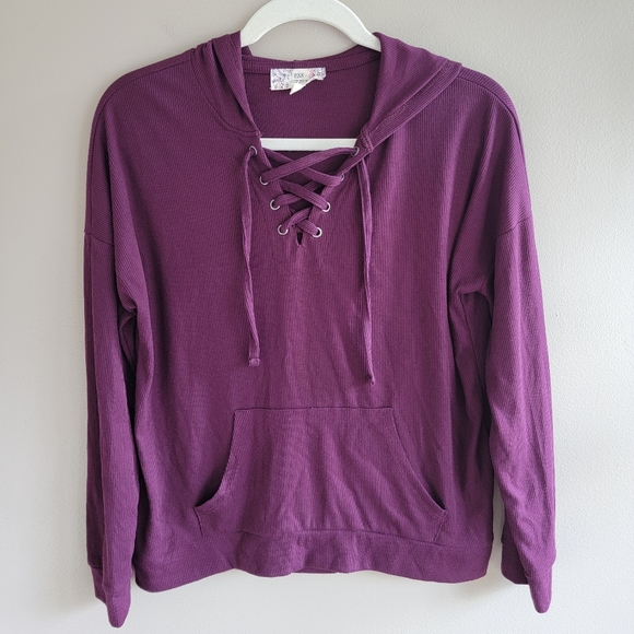 Like new maroon pull over sweater